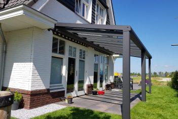 Foto van een Pallazzo Type 3 glasdak, terrasoverkapping, veranda, tuinkamer, ter selectie van een veelvoud aan glasdaken, overkappingen en tuinkamers bij de tuinkamer specialist, zijnde Voorberg Zonwering & Buitenleven te Maassluis.