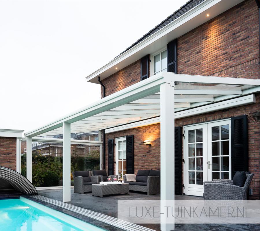 Foto van een Pallazzo XL glasdak, terrasoverkapping, veranda, tuinkamer, ter selectie van een veelvoud aan glasdaken, overkappingen en tuinkamers bij de tuinkamer specialist, zijnde Voorberg Zonwering & Buitenleven te Maassluis.
